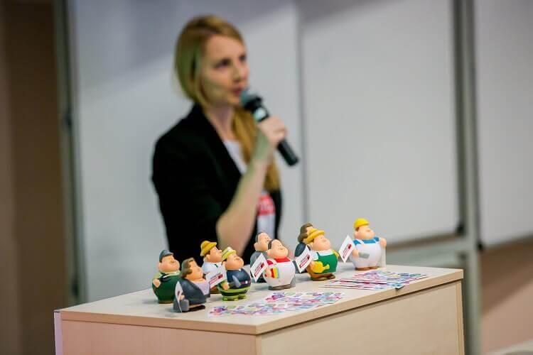 Trener SEM7 prowadzący szkolenie Internetowych Rewolucji Google