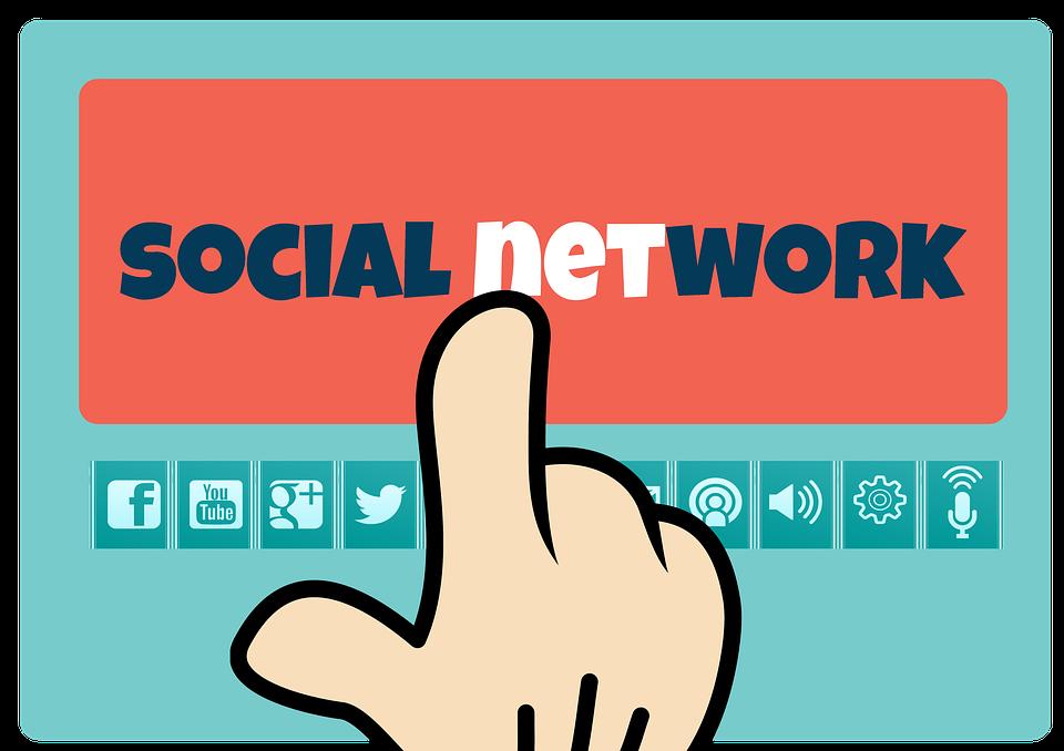 Palec wskazujący logotypy mediów społecznościowych